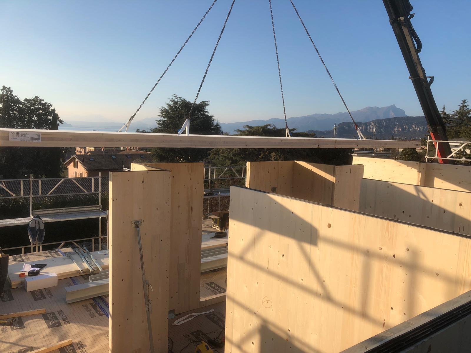 X-LAM un sistema che permette di costruire edifici in legno su svariati piani. casa pollam costruzione case in legno soraga val di fassa trentino alto adige